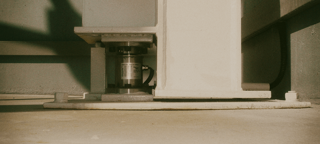 опора бункера на колонном тензодатчике
